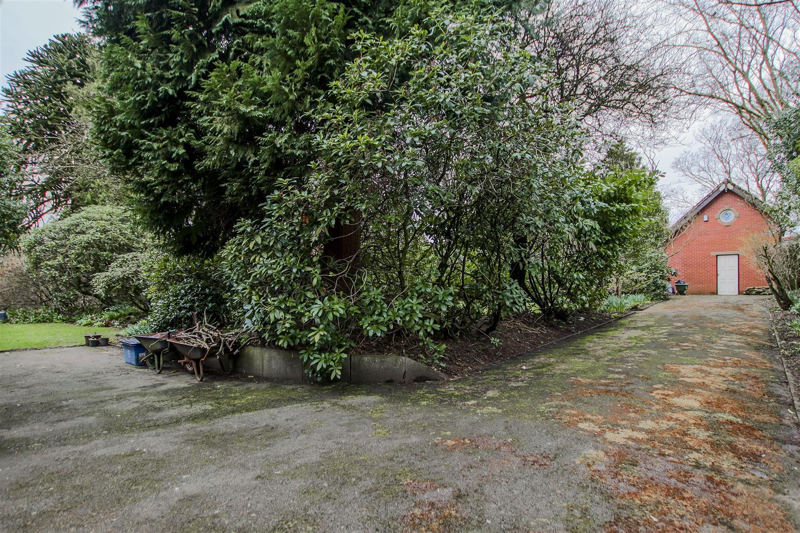 5 Bedroom Detached House For Sale - 41.JPG